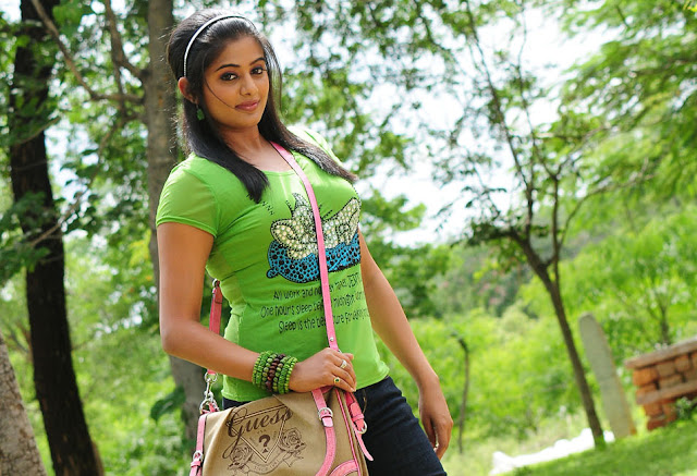 Hot Tamil actress Priyamani in jeens pics