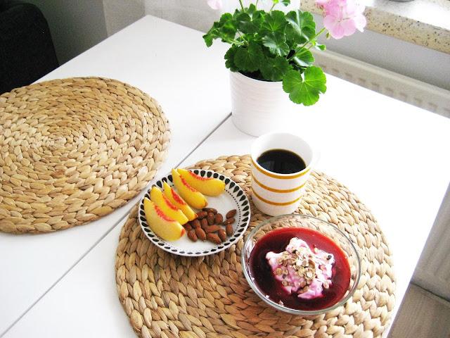 aamupala, manteli, nektariini, kahvi