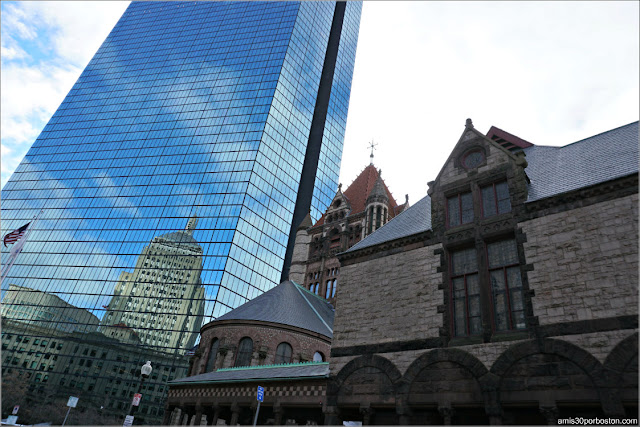 John Hancock Tower y el Old Hancock Building Reflejado, Boston