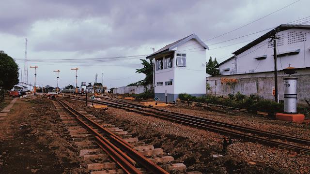Bagian samping Stasiun Blitar