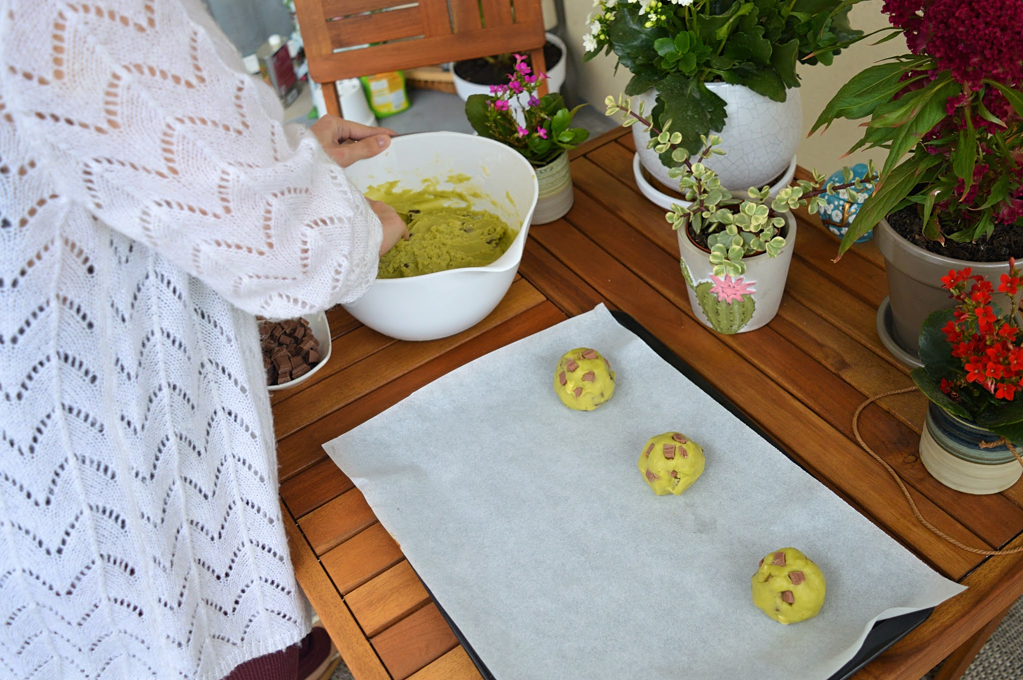 Boules de cookies matcha crues