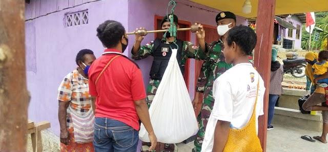 Peringati Hari Gizi Nasional, Satgas Yonif MR 413 Kostrad Gelar Posyandu di Kampung Yowong