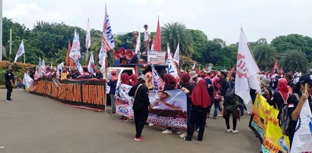 Berkumpul Di Patung Kuda, Massa Buruh Siap Long March Geruduk Istana
