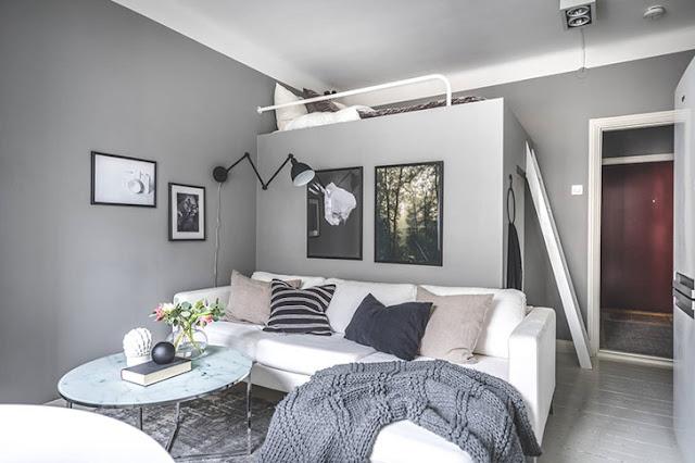 Dormitor deasupra dressing-ului într-o garsonieră de 23 m²