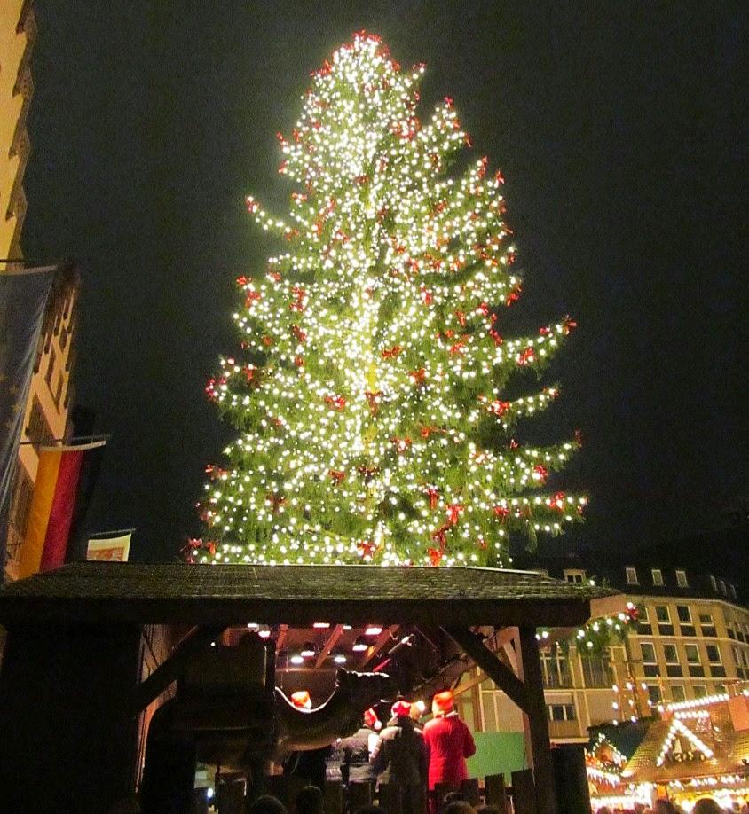 frankfurt market christmas tree