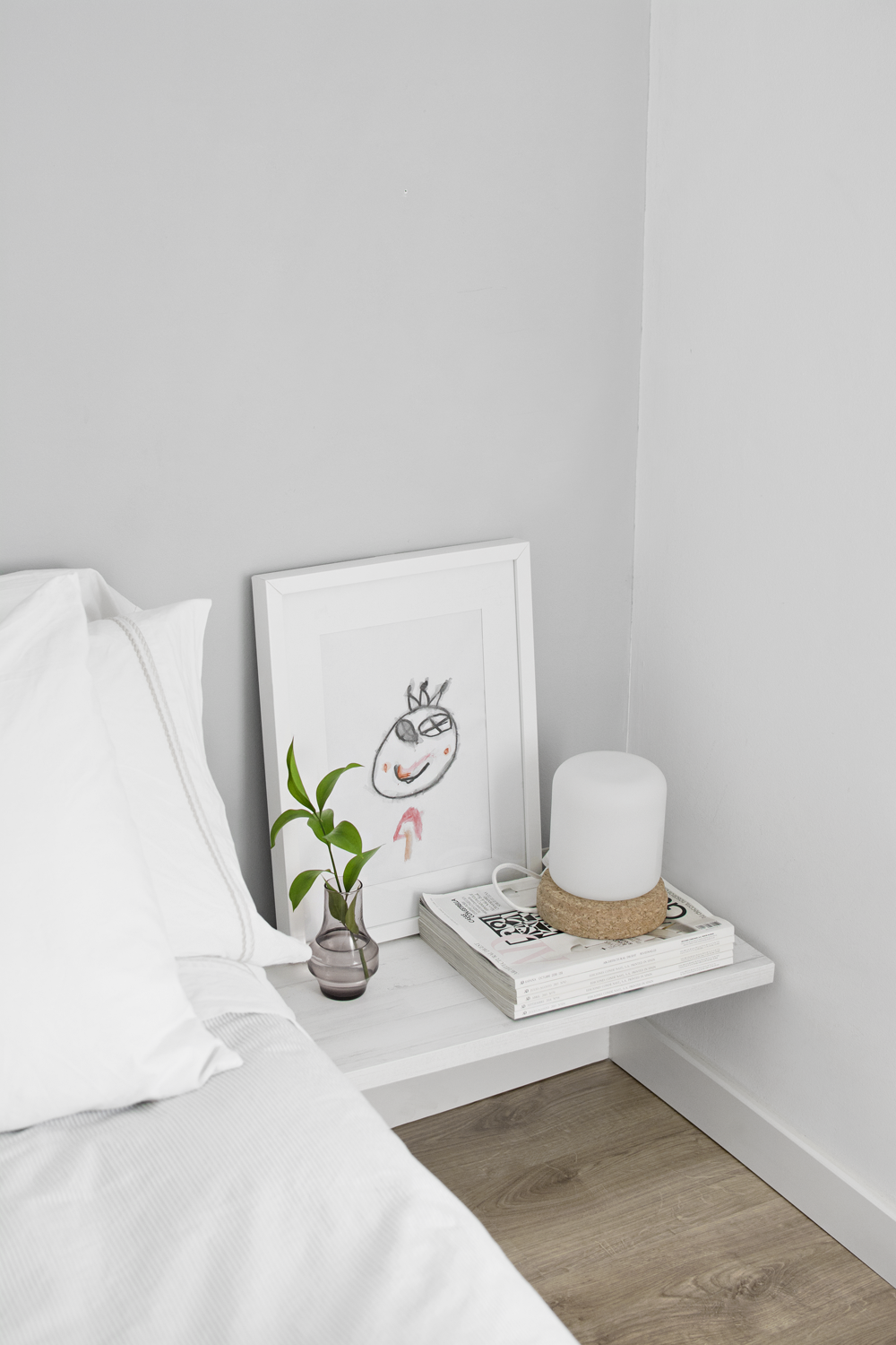 DIY - Minimalist bedside table for a Nordic style bedroom / DIY - Mesilla de noche minimalista en dormitorio estilo nórdico