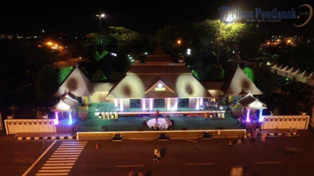 The opening ceremony and the preparation of the venue for the opening of the 2019 National STQ in Alun Kapuas Park, Pontianak City, Thursday (06/27/2019) night