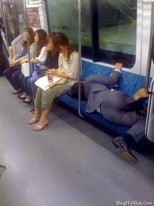 Tư thế ngủ khó đỡ