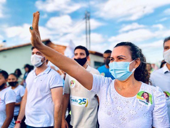 Eunápolis: Cordélia arrasta multidão em caminhada no Arnaldão