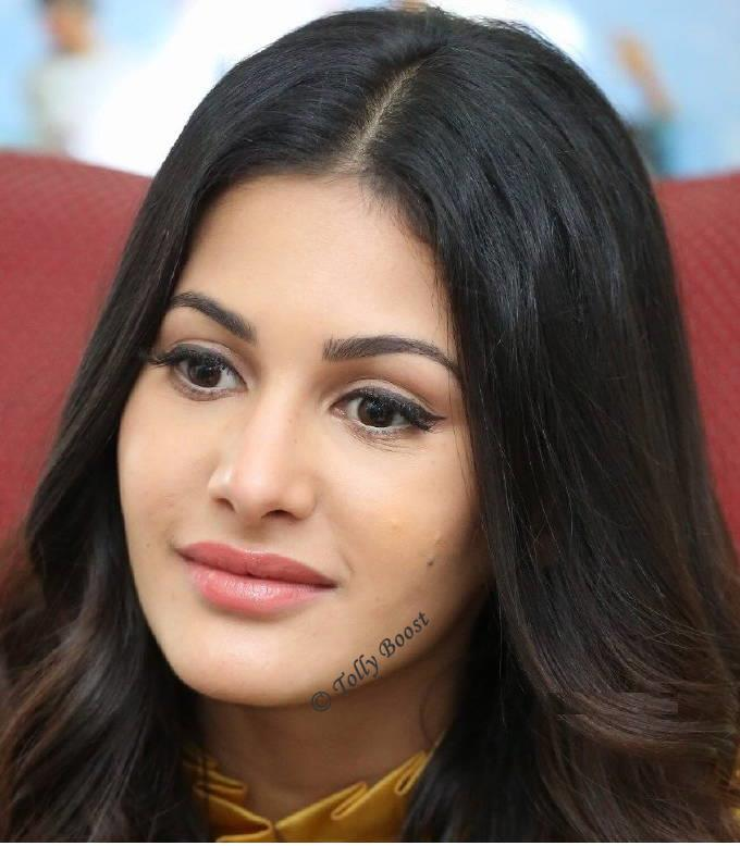 Amyra Dastur Beautiful Long Hair Face Closeup Photos