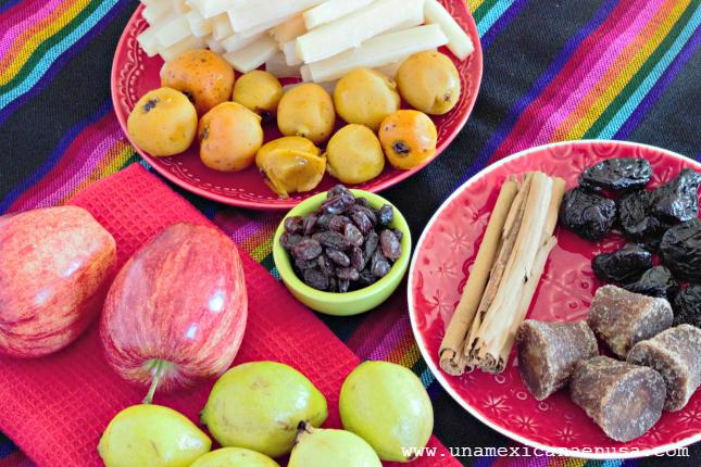 Ingredientes para prepararPonche Mexicano de Frutas, el favorito de las posadas. Receta by www.unamexicanaenusa.com