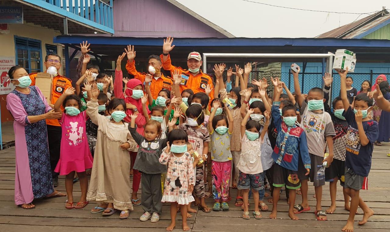 Aktivis Kemanusiaan: Asap Belum Reda, Anak-anak Masih Bermasker, Presiden Malah Ngevlog