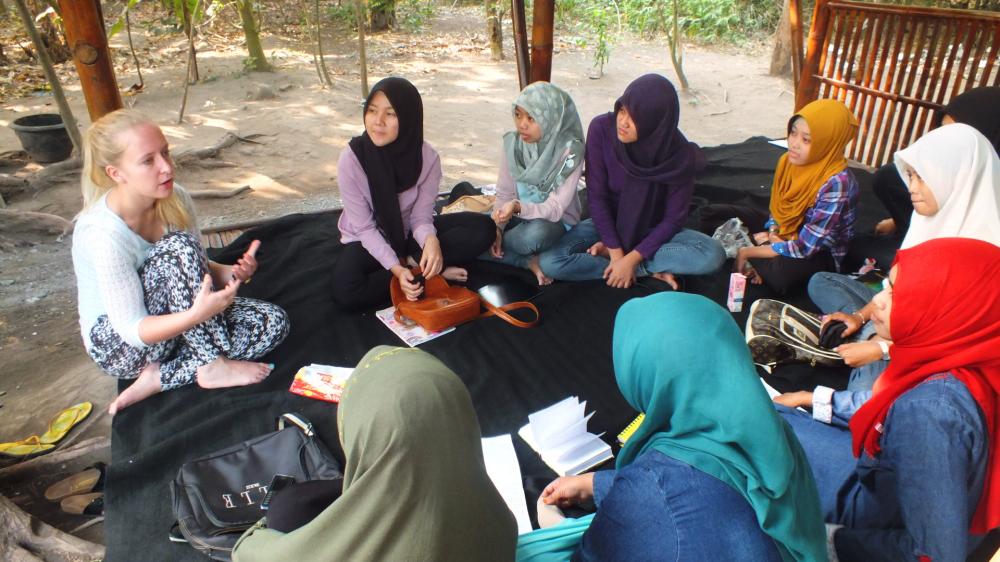 cewek cantik bule hijab manis dan seksi belajar di kampung inggris pare