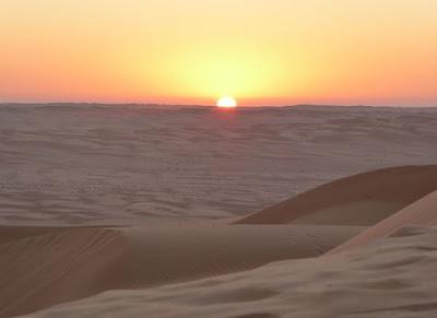 l'alba sulle dune del wahiba sands