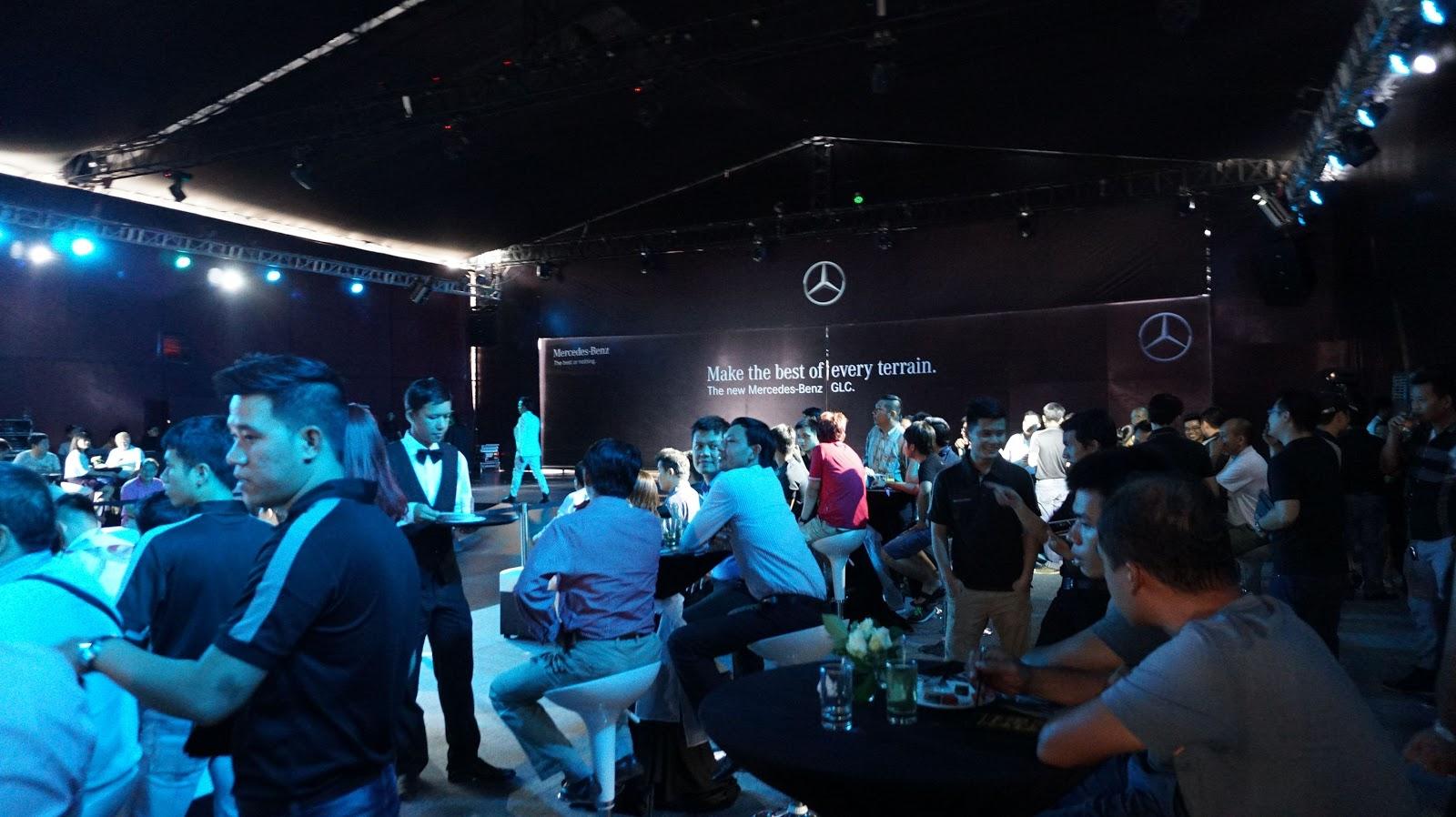 Rất đông khách mời tham dự buổi ra mắt Mercedes Benz GLC 2016, dự kiến chương trình kéo dài hết ngày 23/4/2016