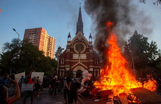 إحراق كنيسة تابعة للشرطة التشيلية في سانتياجو