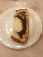 fetta di torta marmorizzata con marmellata di azuki