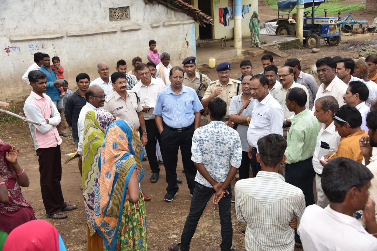 Jhabua News- कलेक्टर एसपी के नेतृत्व में बस से सरकार पहुची रतनाली और खवासा
