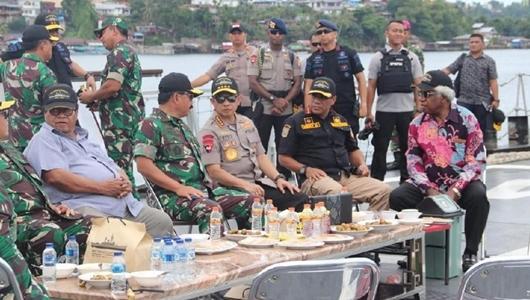 Panglima TNI-Kapolri Dialog Bareng Tokoh Papua di KRI Oswald Siahaan 354