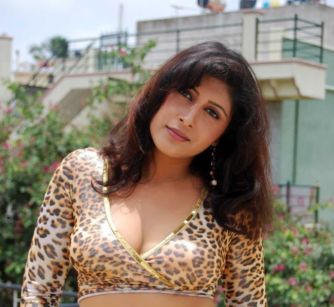 Cinesizzlers: Masala Actress From Kannada Film Industry