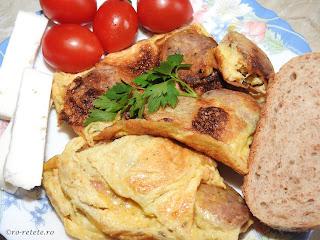 Omelette with sausages retipe omleta cu carnati reteta mancare de casa retete mic dejun oua carne,