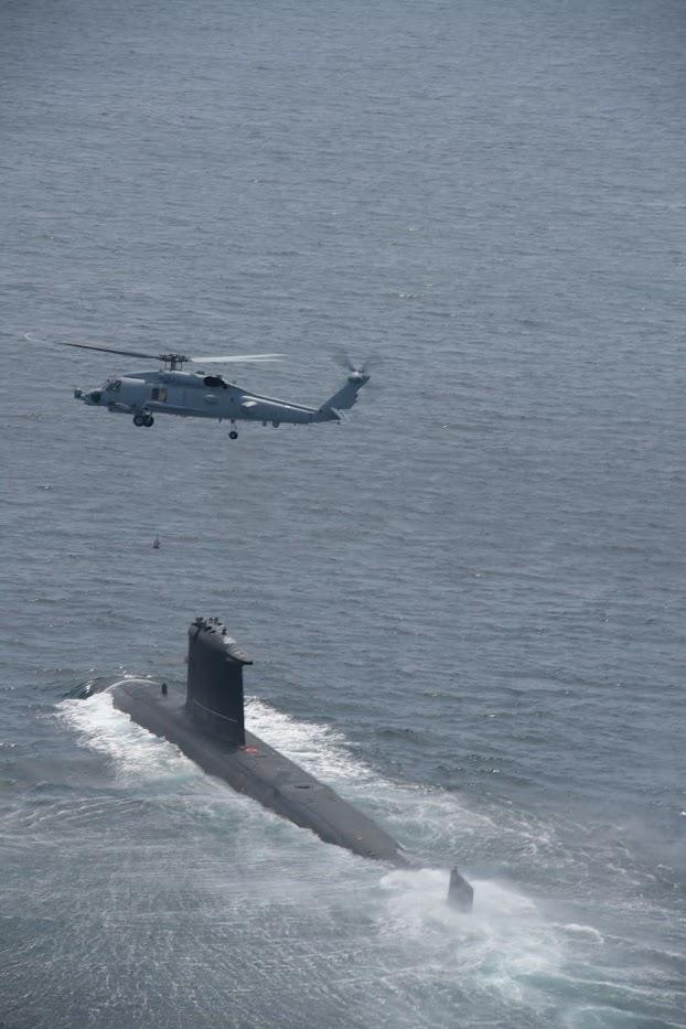 Las mejores fotos del Submarino Scorpene Chileno operando con Helicópteros de la USNavy