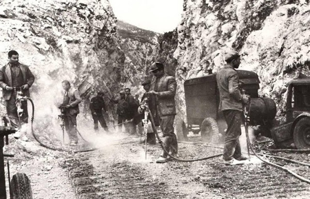 Οι θρυλικές Μ.Ο.Μ.Α. που βοήθησαν να σταθεί στα πόδια της η Ελλάδα