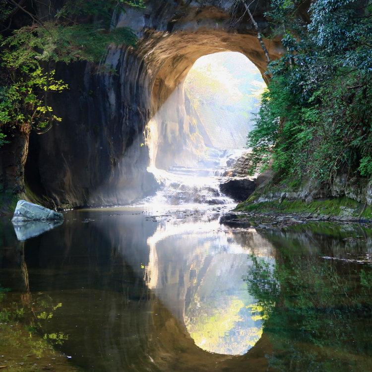 น้ำตกโนมิโซ (Nomizo Falls: 濃溝の滝)