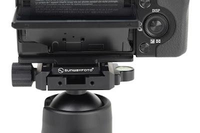 SONY NEX-7+Sunwayfoto PS-N7 on  FB-44 ball head - back