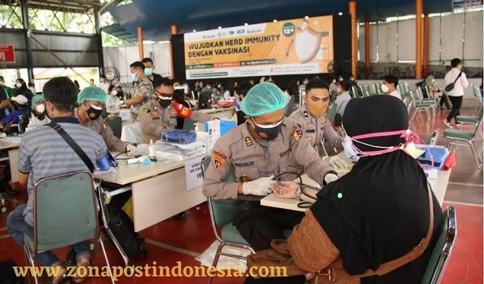 Panglima TNI dan Kapolri Tinjau Vaksinasi di Pesantren Minhaajur Rosyidiin Jakarta Timur