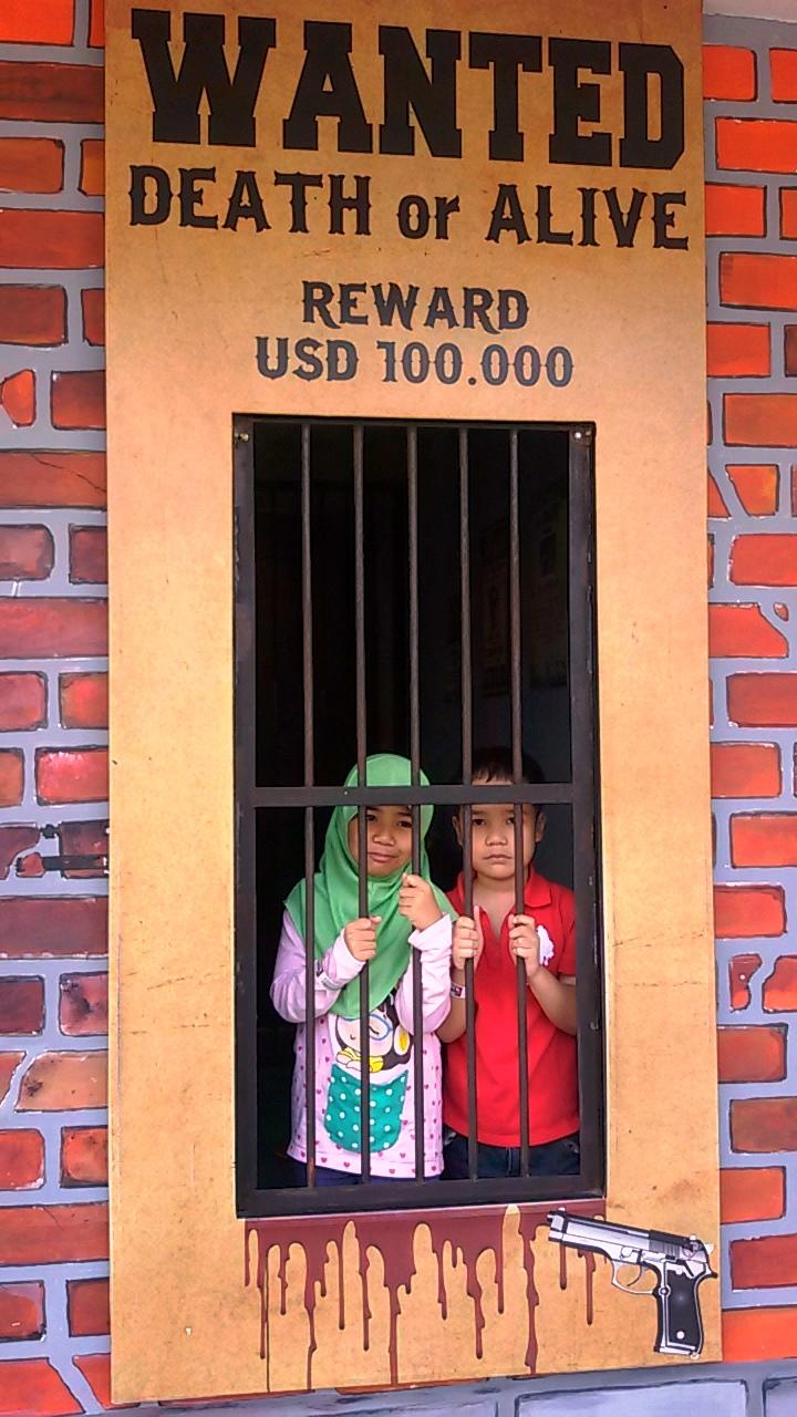 penjara gangster town museum angkut malang wisata edukasi seru di kota batu jawa timur nurul sufitri blogger mom lifestyle pegipegi liburan tempat wisata indonesia