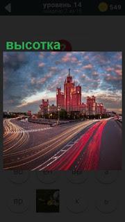 в Москве стоит высотка на пересечении дорог