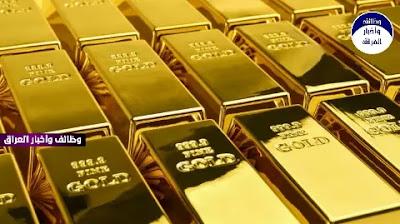 ارتفعت أسعار الذهب ،الخميس، إذ تراجع الدولار ويراهن المستثمرون على مزيد من التحفيز في الولايات المتحدة رغم تهديد الرئيس دونالد ترامب بعدم توقيع حزمة مساعدات مرتبطة بالجائحة طال انتظاره.  وارتفع الذهب في المعاملات الفورية 0.2% إلى 1875.20 دولارا للأونصة بحلول الساعة 07:22 بتوقيت غرينتش، وذلك بعد أن صعد بما يصل إلى 1% في الجلسة السابقة. وزادت عقود الذهب الأمريكية الآجلة 0.1% إلى 1880 دولارا.  هذا وتدعّم اليورو والجنيه الإسترليني بأنباء عن أن بريطانيا والاتحاد الأوروبي على أعتاب إبرام اتفاق تجارة، وهو ما دفع الدولار للهبوط. كما استفاد المعدن، الذي يعد ملاذا آمنا، من سلالة من فيروس كورونا أسرع انتشارا تسببت في إجراءات إغلاق كاسحة في بريطانيا.  وتسببت زيادة المخاطر بفعل السلالة الجديدة من الفيروس وارتفاع وتيرة الإصابات بالولايات المتحدة في تفاؤل المستثمرين حيال حزمة التحفيز الأميركية رغم أن ترامب هدد بعدم إقرار حزمة المساعدات البالغة نحو 900 مليار دولار.  وبالنسبة للمعادن النفيسة الأخرى، صعدت الفضة 0.6% إلى 25.68 دولارا للأونصة. وربح البلاتين 0.5% ليسجل 1019.59 دولارا، وزاد البلاديوم 0.1% إلى 2325.55 دولارا.