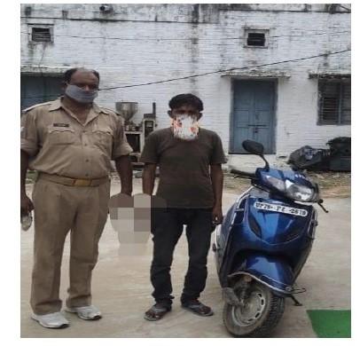 थाना बिधनू पुलिस टीम द्वारा नामित शातिर चोर को चोरी की 01 अदद स्कूटी व मोबाइल फोन के साथ गिरफ्तार किया