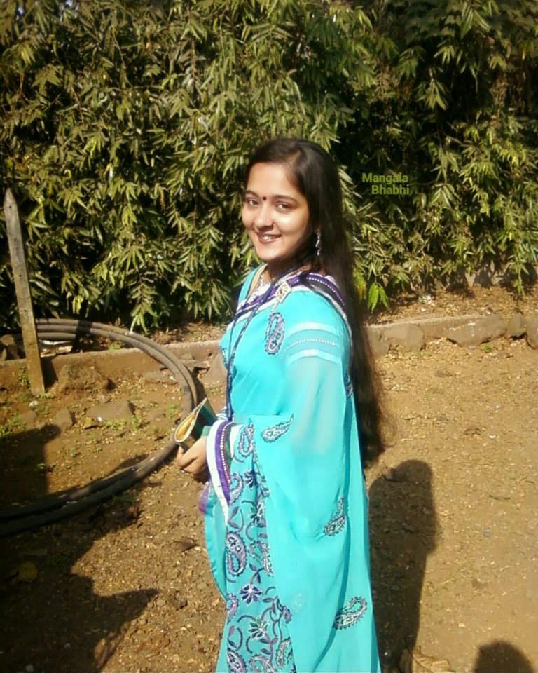 Celebrities Fashion Trend: Mangala Bhabhi Take A Selfi