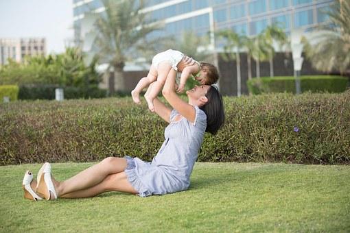happy mom, mom happy, ibu dan bayinya, ibu dan anak, ibu rumah tangga