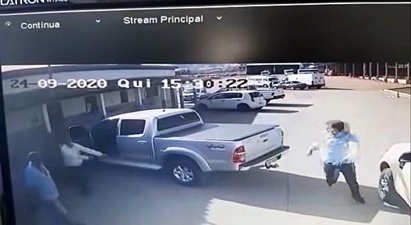 Vídeo mostra momento exato em que vereador é assassinado a tiros