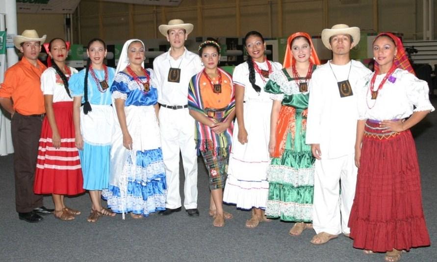 7058aa4de4 LA CULTURA DE EL SALVADOR  LA VESTIMENTA DE EL SALVADOR