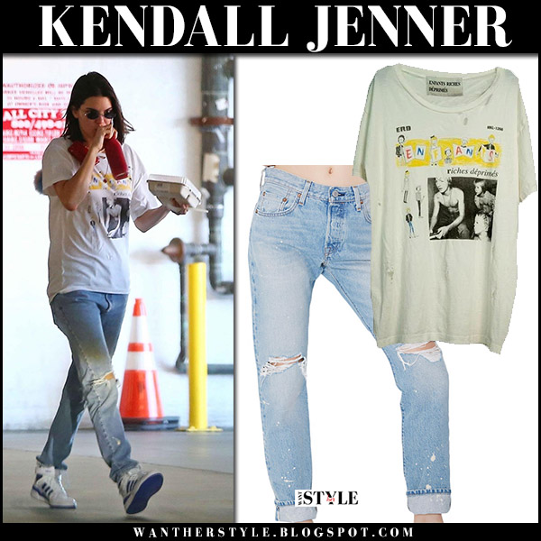 Kendall Jenner in white printed t-shirt, ripped jeans and white high top sneakers adidas streetstyle fashion october 2 2017