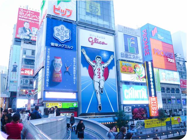 Le quartier de Dotombori à Osaka et le célèbre coureur Glico