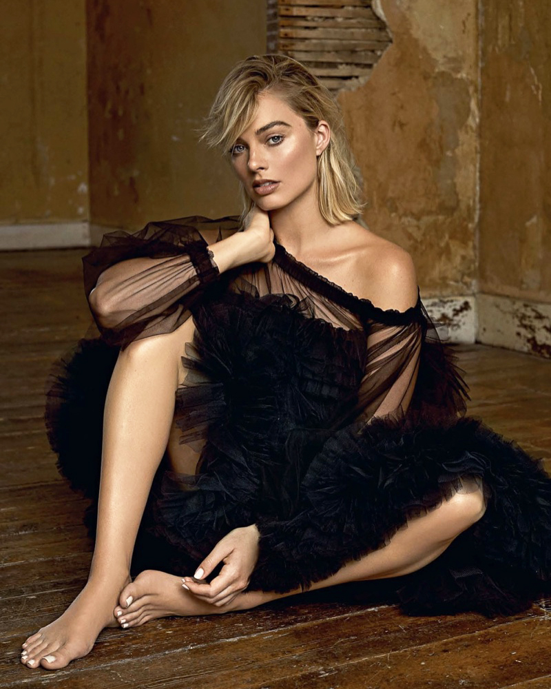 Sexiest Hollywood actress Sexy and sweet sitting pose from hot artist Margot Robbie