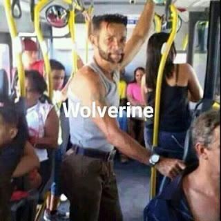 Parecidos de famosos en el transporte público wolverine