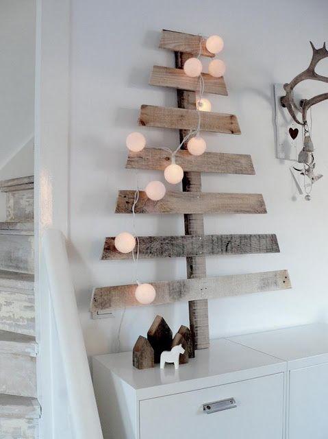 Árbol de Navidad  reciclado DIY hecho con listones de palet de madera