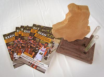 Trofeo e folletos da carreira