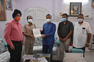उप मुख्यमंत्री डॉ दिनेश शर्मा से मिला उत्तर प्रदेश आदर्श व्यापार मंडल का प्रतिनिधिमंडल, सौंपा ज्ञापन