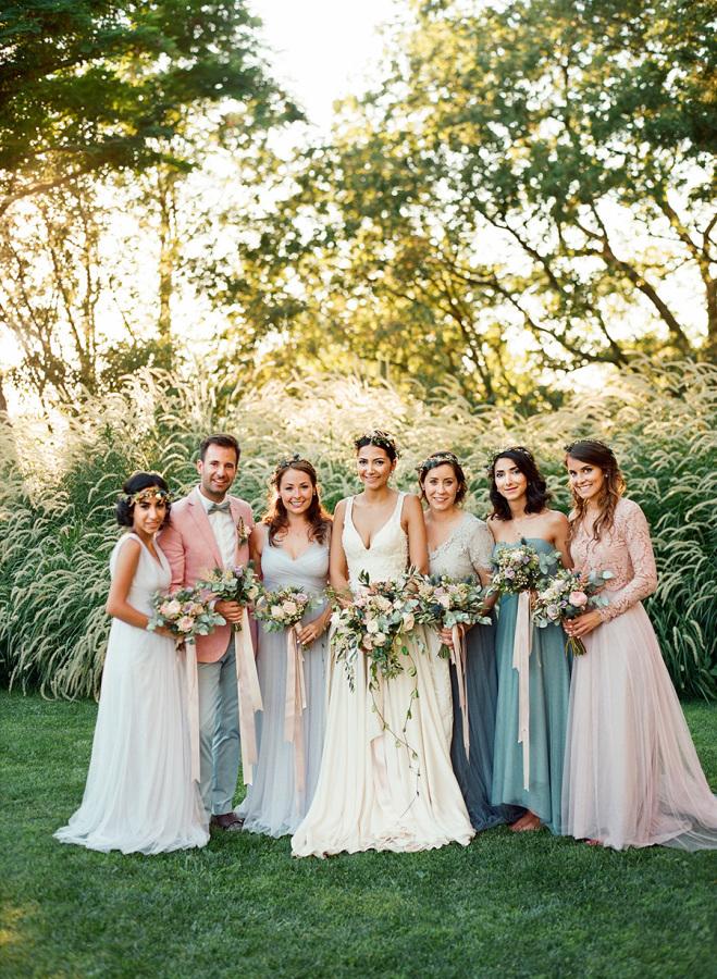 Suknie dla druhen, druhny na weselu rustykalnym,  Ślub rustykalny, wesele rustykalne, dekoracje weselne rustykalne, dekoracje ślubne rustykalne, ceremonia ślubna rustykalna, wesele w stylu rustykalnym, ślub w stylu rustykalnym