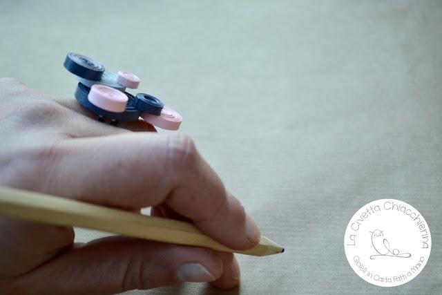 anello in carta realizzato a mano con la tecnica quilling