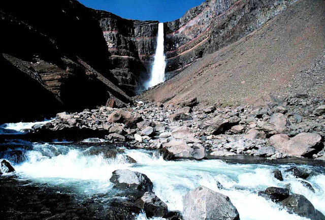 Cachoeira Hengifoss – Islândia