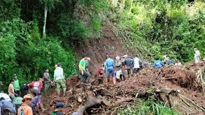 Akibat Longsor Tutupi Jalan, Warga Desa di Sumedang Terisolasi