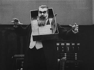 """Эрик Кэмпбелл в фильме """"Контролер универмага"""" (1916)"""